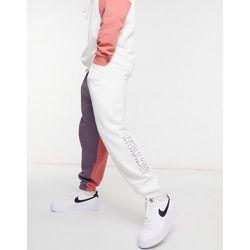 Jogger oversize d'ensemble à logo brodé et motif color block - Blanc - ASOS Actual - Modalova