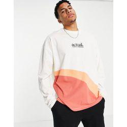 T-shirt oversize à manches longues à détail color block incurvé - ASOS Actual - Modalova