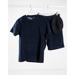 ASOS - Dark Future - Ensemble pyjama confort avec t-shirt et short en tissu éponge - ASOS Dark Future - Modalova