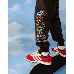 ASOS Daysocial - Jogger oversize avec logo griffonné et imprimés graphiques (pièce d'ensemble) - ASOS Day Social - Modalova