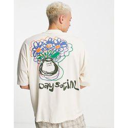 ASOS Daysocial - T-shirt oversize avec imprimé gribouillé au dos et poche à logo sur le devant - Écru - ASOS Day Social - Modalova