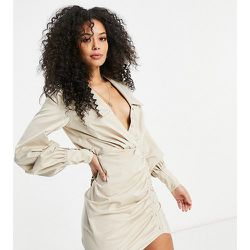 ASOS DESIGN Tall - Robe chemise courte boutonnée avec jupe froncée - Sable - ASOS Tall - Modalova