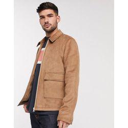 Veste chemise Harrington en imitation daim avec poche plaquée - Fauve - ASOS DESIGN - Modalova