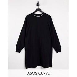 Curve - Robe t-shirt oversize à manches longues et col montant - ASOS Weekend Collective - Modalova