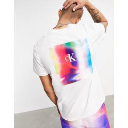Pride - T-shirt avec grand logo au dos - Calvin Klein Jeans - Modalova
