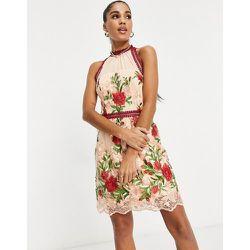 Robe courte à encolure haute et à motif appliqué de roses - chi chi london - Modalova