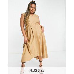Robe mi-longue à ourlet asymétrique - Fauve - Closet London Plus - Modalova