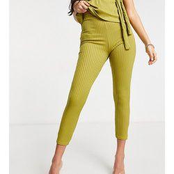 Pantalon d'ensemble ajusté et côtelé - Club L London Petite - Modalova