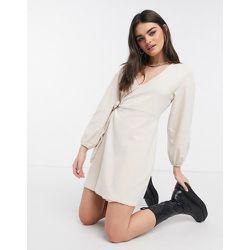 Robe cache-cœur confort courte en jersey brossé - Fashion Union - Modalova