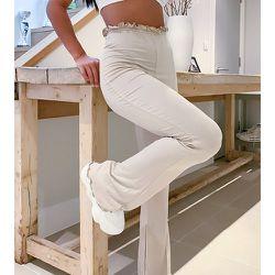 Pantalon évasé d'ensemble avec bordure ondulée - Beige - Missguided Petite - Modalova