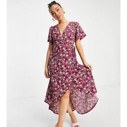 Robe portefeuille longueur mollet à fleurs - Missguided Petite - Modalova