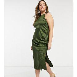 Robe en satin à col montant - Olive - NaaNaa Plus - Modalova