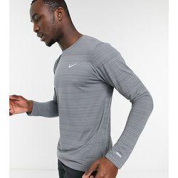 Tall - Essentials - Top de courses à manches longues - Nike Running - Modalova