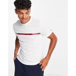T-shirt confort à bande logo sur la poitrine - Tommy Hilfiger - Modalova