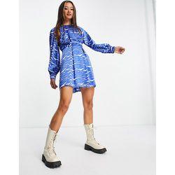 Robe courte en satin avec motif zèbre et découpe aux emmanchures - Topshop - Modalova
