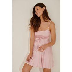 Robe Mini Nouée - Pink - Pamela x NA-KD Reborn - Modalova
